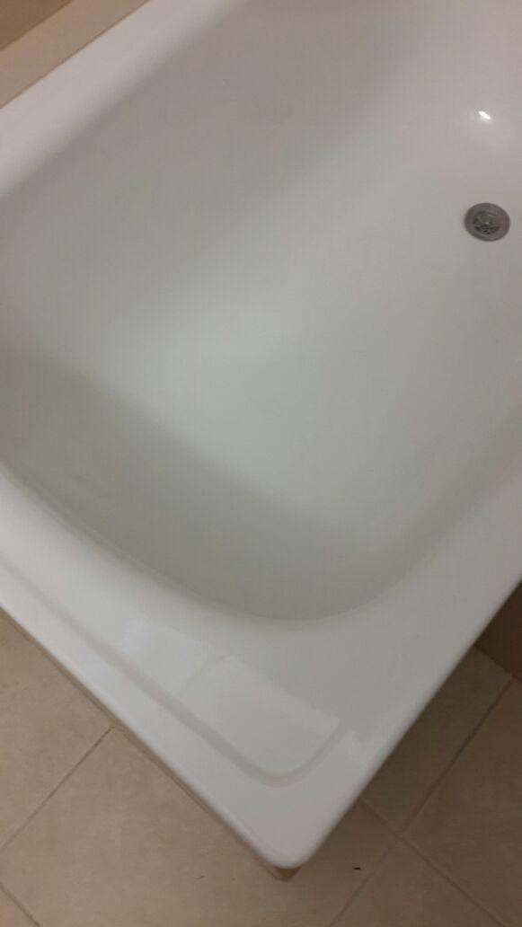 לפני ואחרי תיקון נקודתי באמבטיה בדירה בתל אביב
